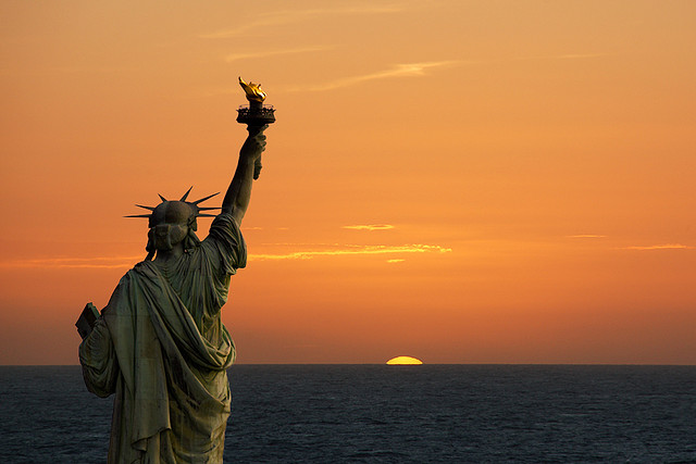 Symbols-statue-of-liberty-sunrise